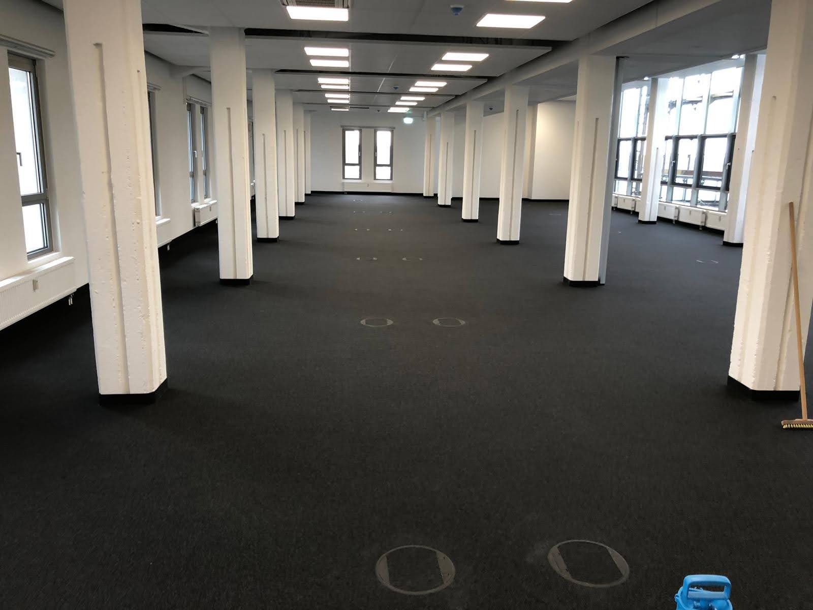 Gereinigter Teppichboden im Gebäude - Wischen ist Macht JAMES CLEAN GMBH Ihr Servicepartner seit 1996 aus Mönchengladbach aus Mönchengladbach