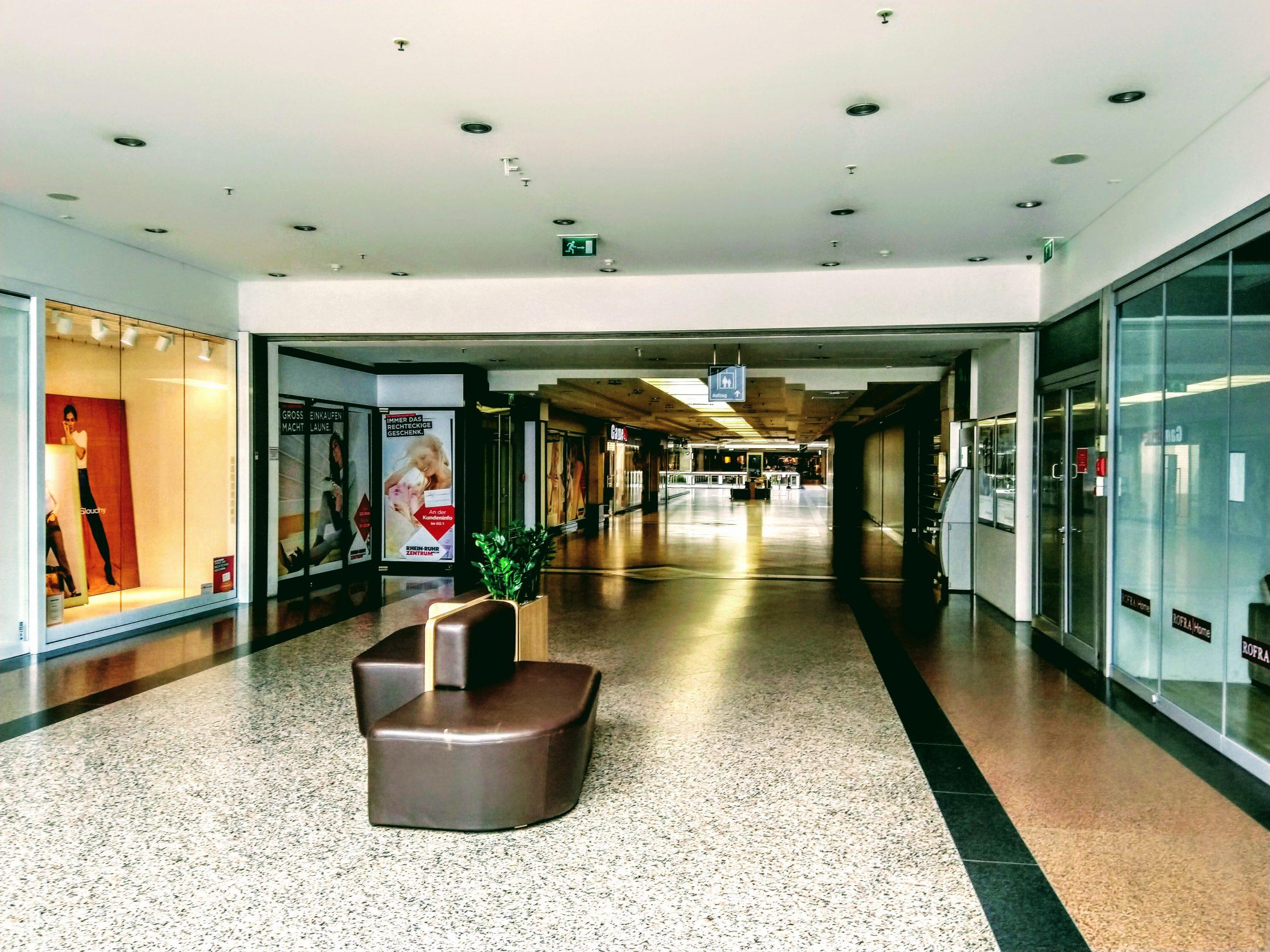 Einkaufspassage mit spiegelnden Boden - Wischen ist Macht JAMES CLEAN GMBH Ihr Servicepartner seit 1996 aus Mönchengladbach