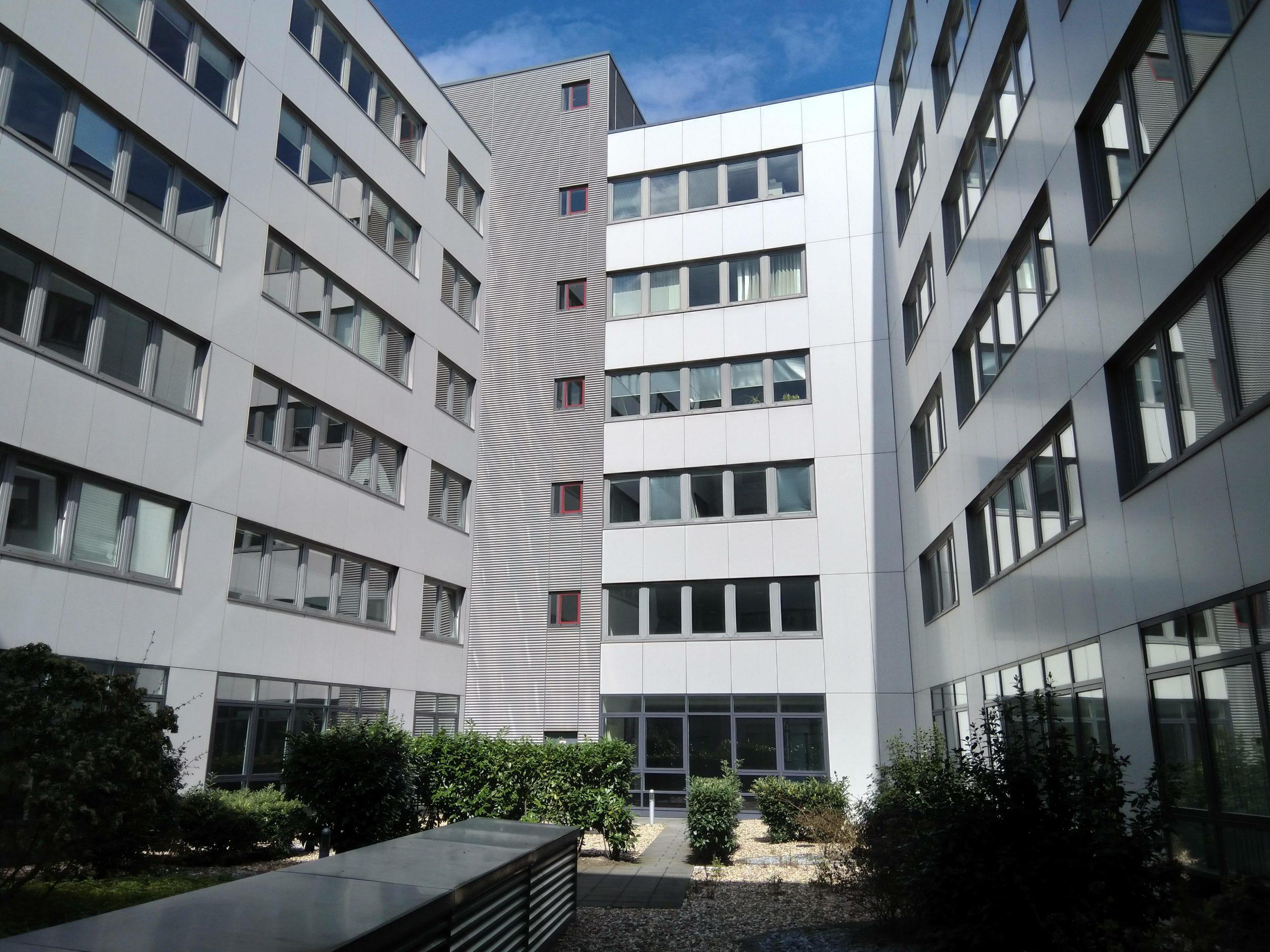 Bürogebäude von außen - Wischen ist Macht JAMES CLEAN GMBH Ihr Servicepartner seit 1996 aus Mönchengladbach aus Mönchengladbach